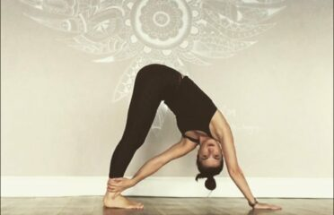 Lynsey Mckenzie Holistic Healing and Yoga